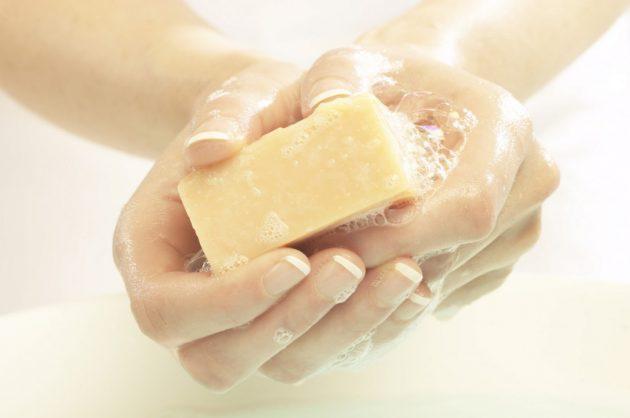 Чем оттереть клей силикатный