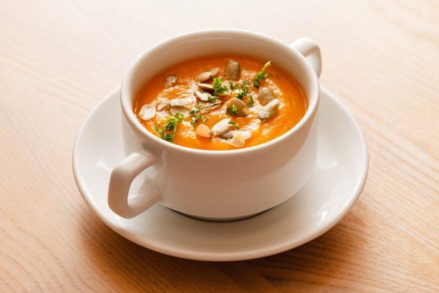 осенние рецепты: Тыквенный суп-пюре с фисташками