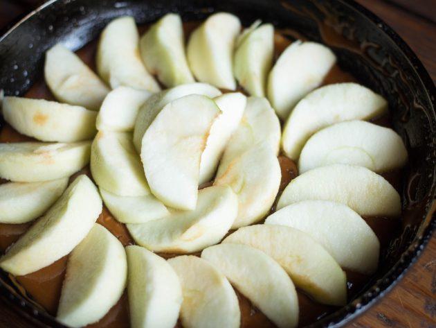 Тарт татен с яблоками: рецепт. Уложите яблоки на сковороду