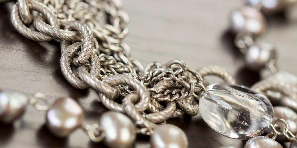 Чем почистить серебряное изделие в домашних условиях 42