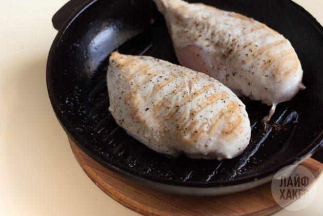 Как приготовить рис с курицей на сковороде: обжарьте куриное филе