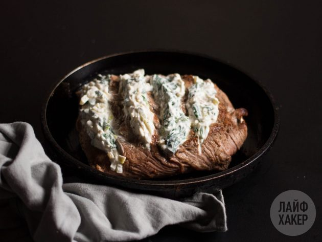 Как приготовить говядину гармошкой в духовке: в каждый из надрезов положите порцию начинки
