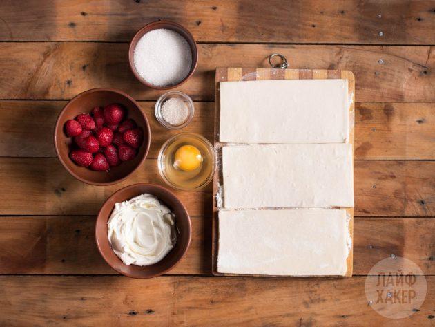 Что приготовить к чаю: слойки с клубникой и крем-сыром
