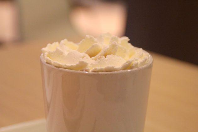 горячие напитки: белый горячий шоколад с тыквой