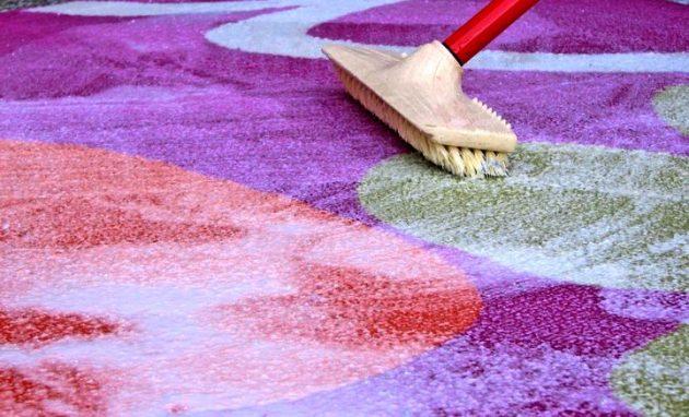 Как почистить ковёр содой