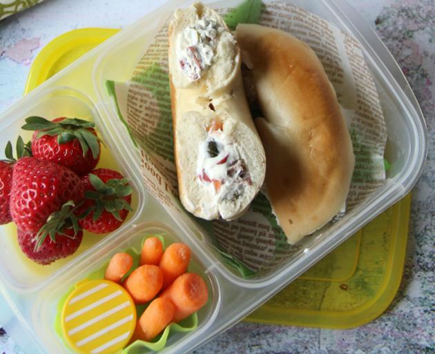 офисные обеды: бублик с начинкой