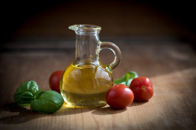 кухонные принадлежности: растительное масло