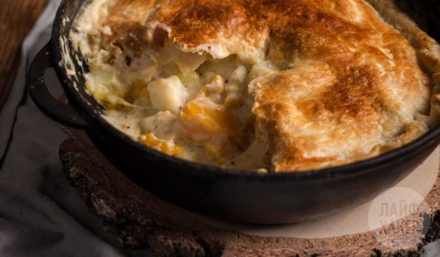 Выпекайте деревенский пирог с тыквой, картошкой и сельдереем, пока корочка не станет золотисто-коричневой