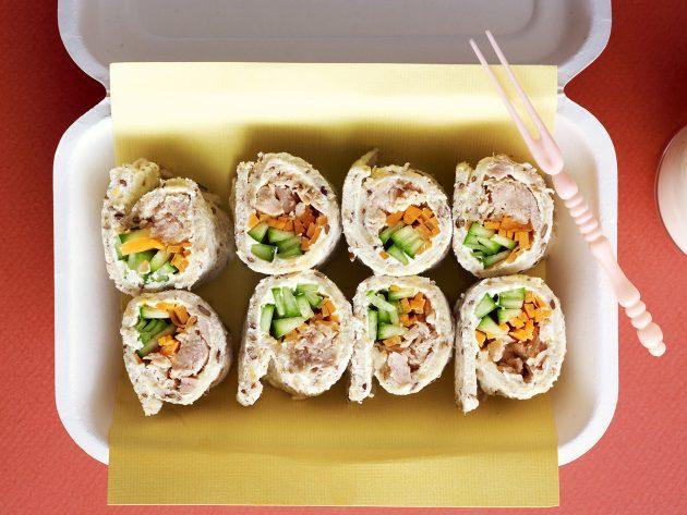 офисные обеды: хлебные роллы с тунцом