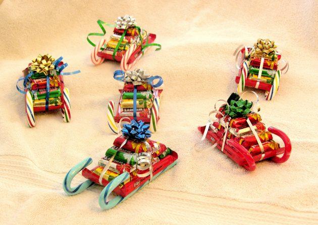 Как сделать подарок на Новый год своими руками: Сани со сладостями