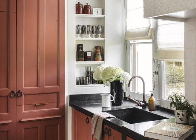 Дизайн маленькой кухни: яркие акценты