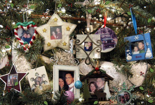 худшие подарки на новый год: фоторамки и фотоальбомы