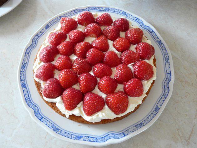 Простой рецепт бисквита: Как собрать и украсить десерт