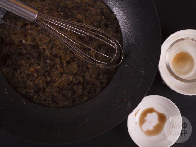 Говядина в соевом соусе: добавьте соусы и крахмал