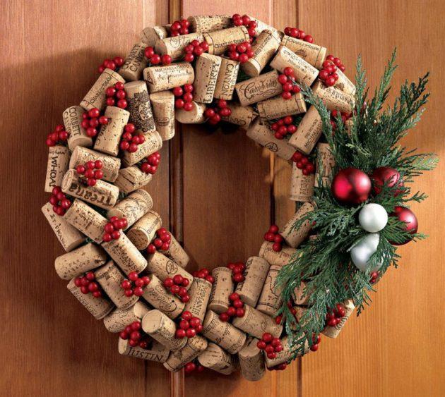 Как украсить дом на Новый год: рождественский венок из пробок
