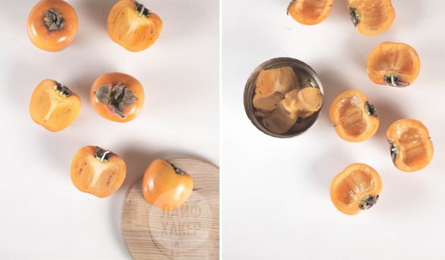 Запечённая хурма: разделите плоды на половинки и удалите примерно треть мякоти из каждой