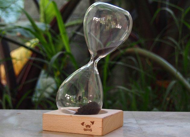 Оригинальные подарки на Новый год: часы с магнитным песком