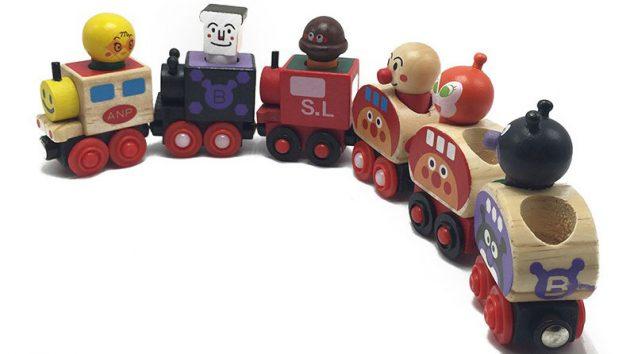 Поезд с магнитным соединением вагончиков