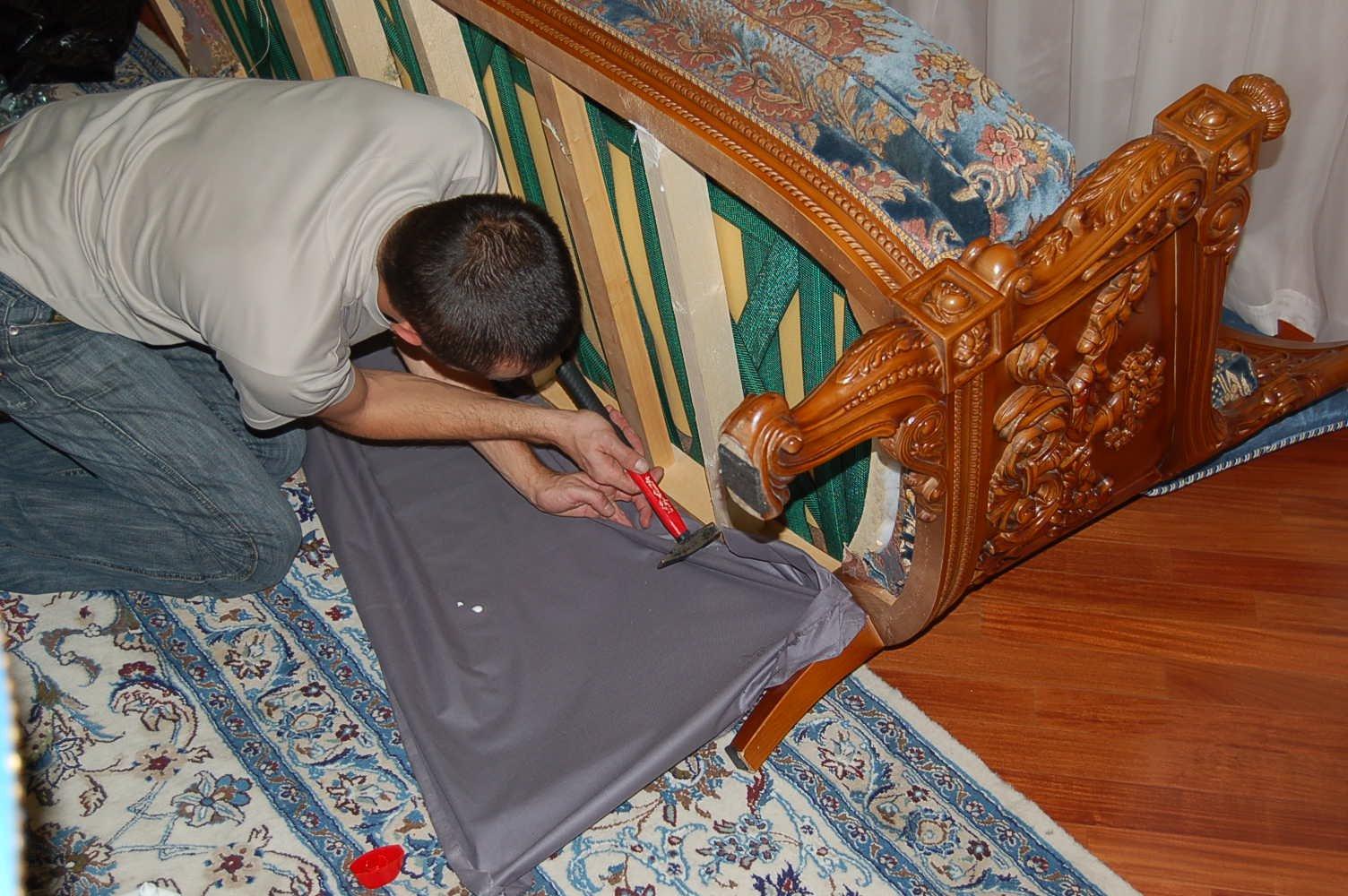 Перетяжка мебели: как подарить вторую жизнь креслу или дивану и неплохо сэкономить - Лайфхакер