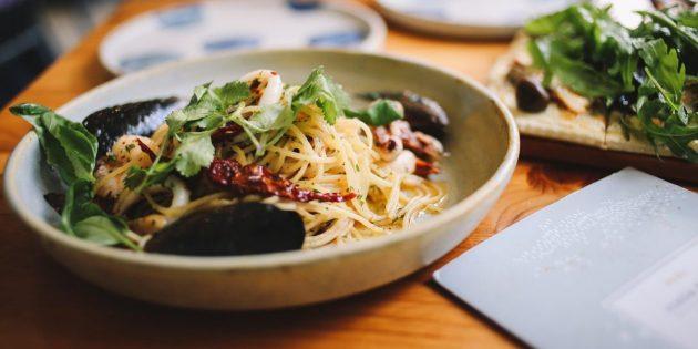 Проблема порций: почему мы едим слишком много