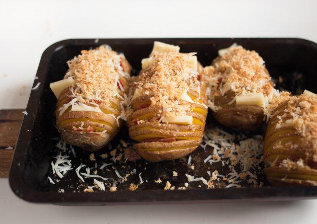 картофель хассельбек: посыпать сыром