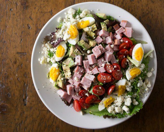 Праздничные салаты на скорую руку: кобб-салат с ветчиной