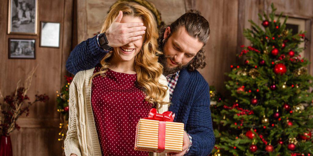 Романтические новогодние подарки - лучшие варианты