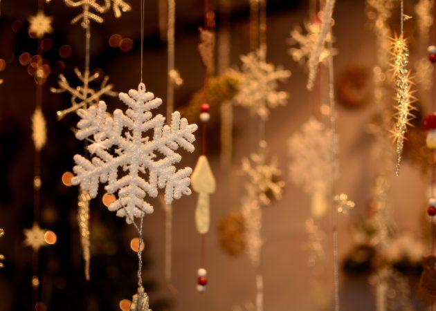 Украшаем ёлку: снежинки из бумаги