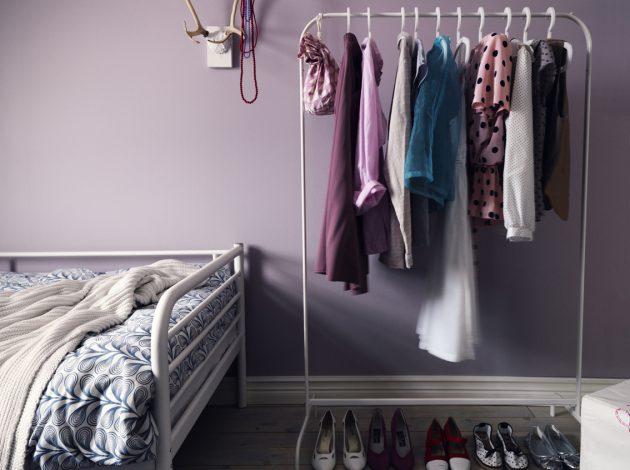 Маленькая спальня: вешалка
