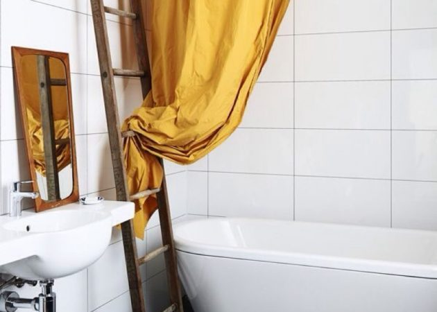 Узкая ванная без занавесок
