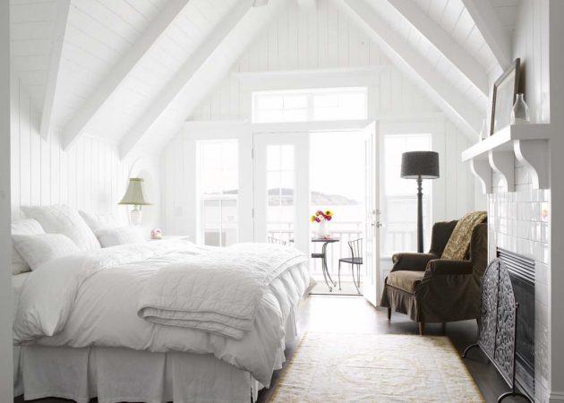 Маленькая спальня: белые стены