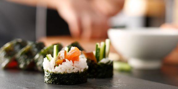 Как приготовить суши: важные правила и хитрости