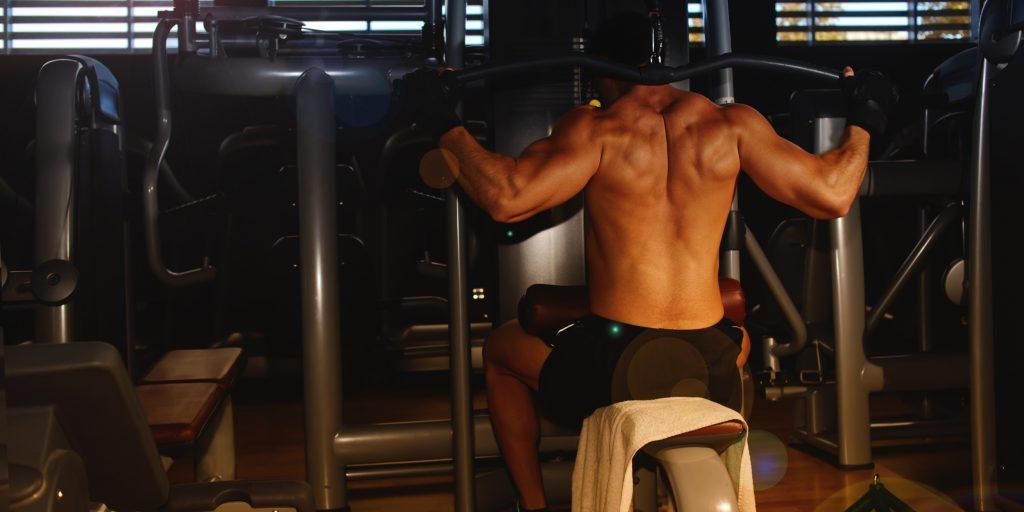 Как накачать спину на турнике - лучшие упражнения || Как накачать спину на турнике