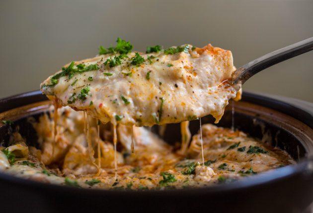 Лазанья с говяжьим фаршем будет готова, когда расплавится сыр