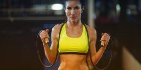 Почему вам стоит включить прыжки со скакалкой в свои тренировки