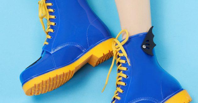 Яркие резиновые ботинки