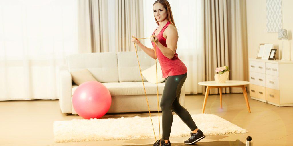 Упражнения для грудных мышц с резинкой