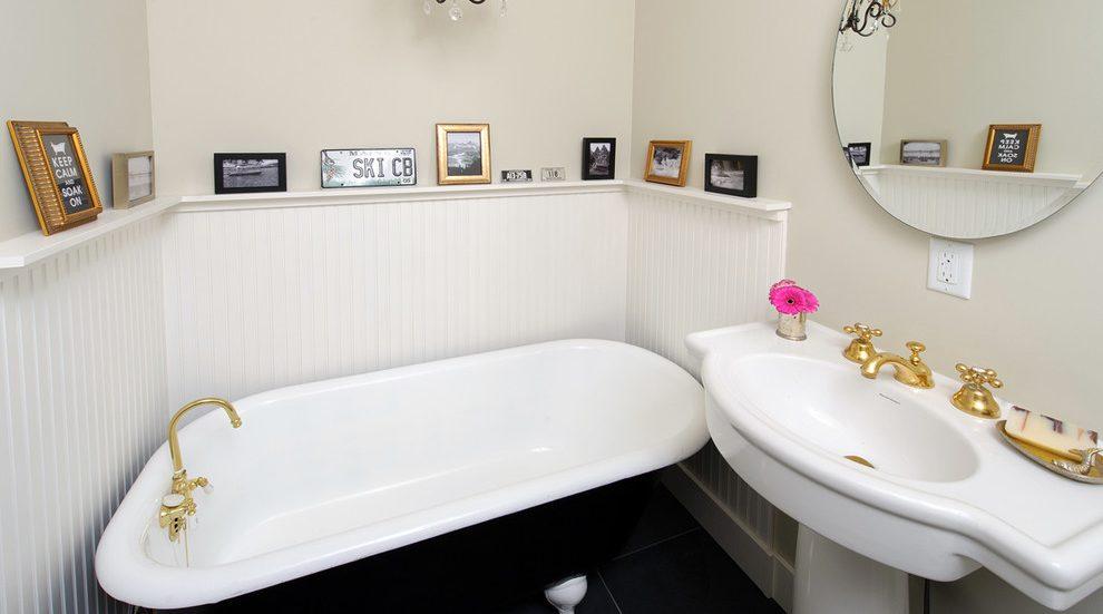 Чавунна ванна в інтер'єрі ванної кімнати