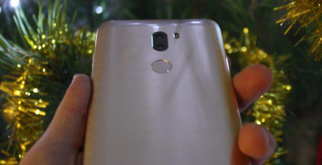 Xiaomi Mi5S Plus: сканер отпечатков пальцев