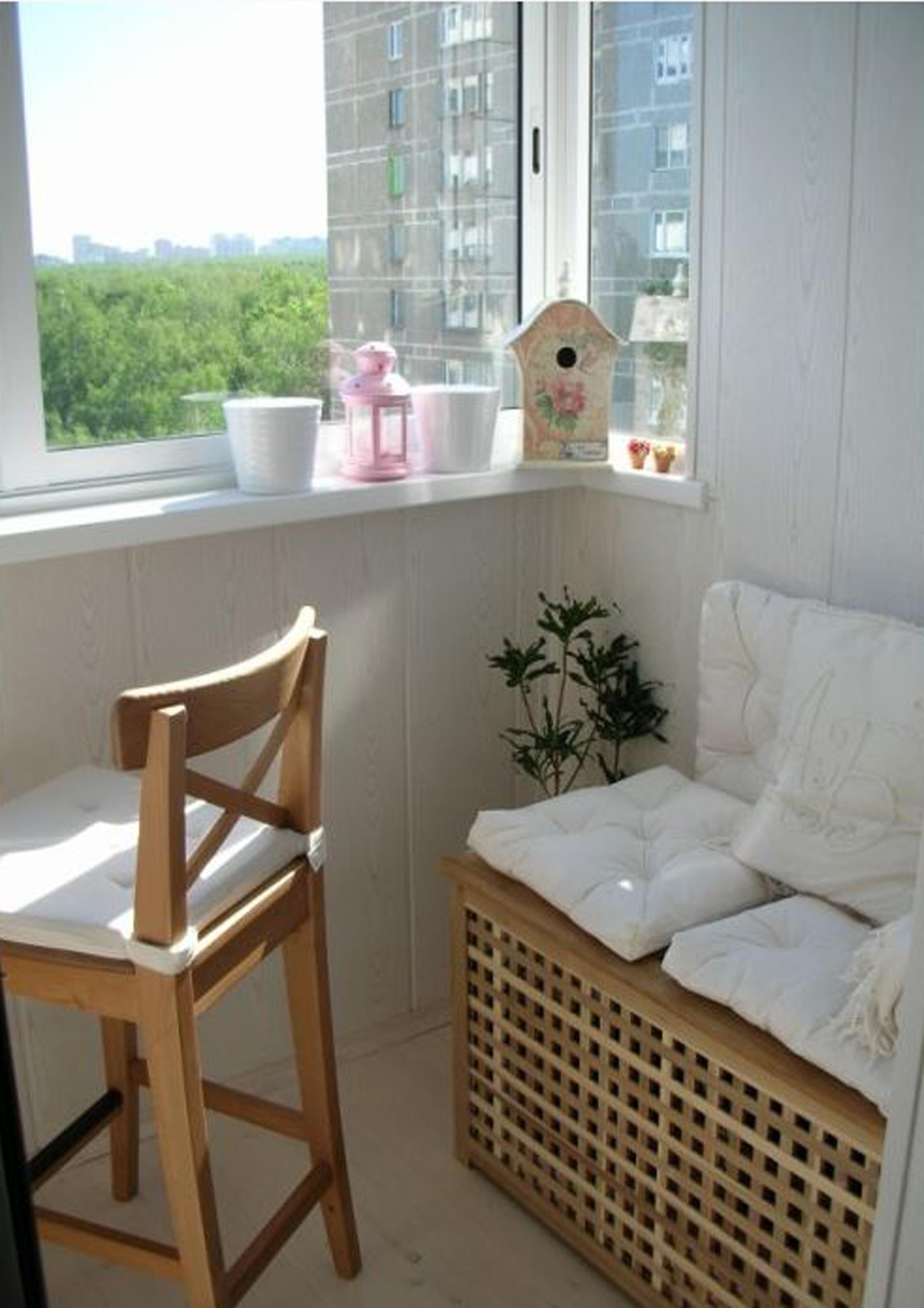 Мебель для маденького балкона.