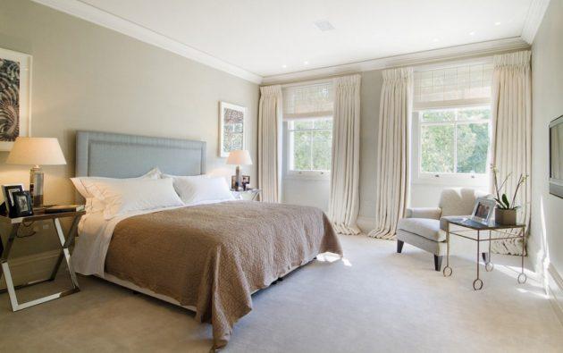 Удлинённые шторы в интерьере спальни