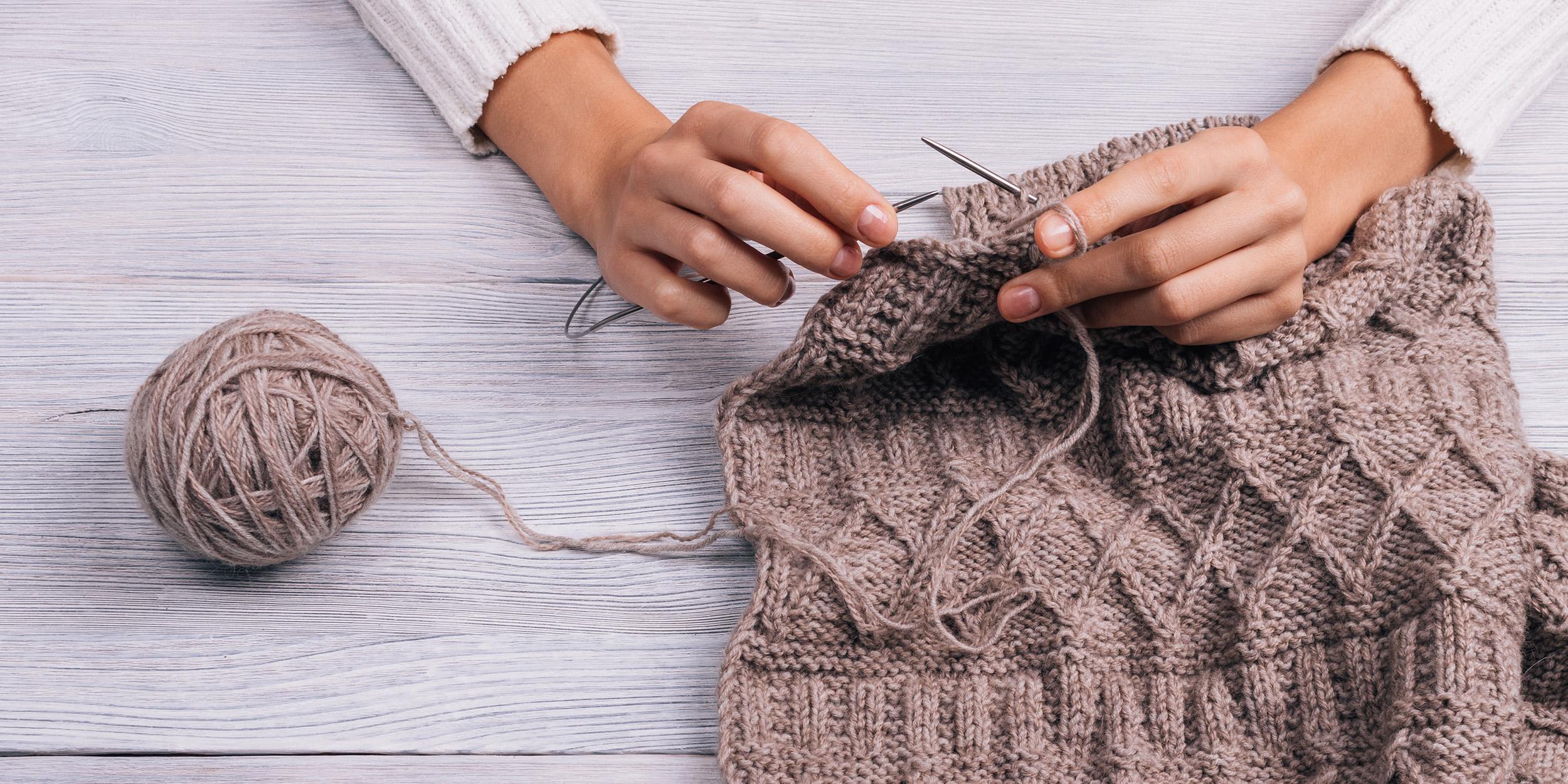 как научиться вязать спицами и крючком подробная инструкция для