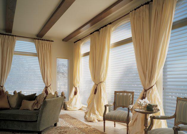 Удлинённые шторы в интерьере