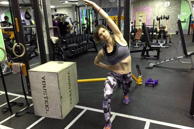 упражнения для осанки: растяжка одной стороны тела
