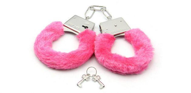 Секс наручники с мехом