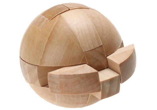 Деревянный шар-головоломка