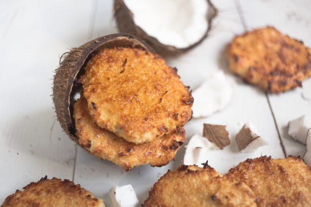 Охладите кокосовое печенье с творогом