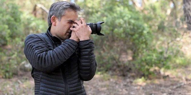 Как держать камеру с батарейной рукояткой