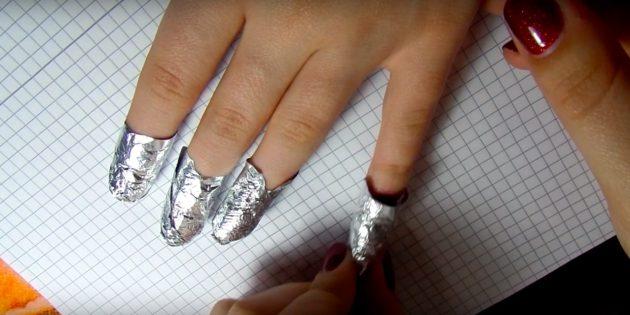 Как снять гель‑лак с помощью ацетона и фольги: Обмотайте ногти пропитанными дисками и фольгой