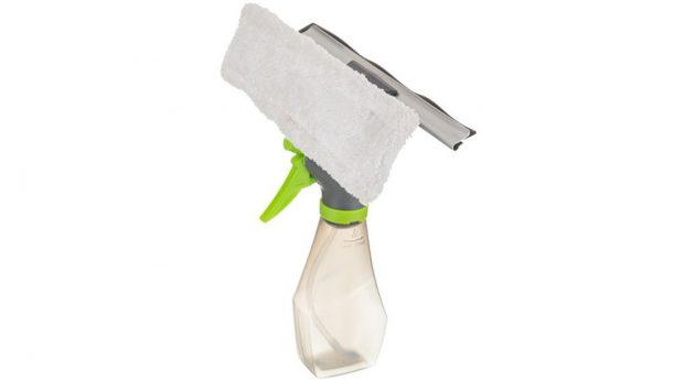 Как максимально упростить мытье окон: Щётка с пульверизатором